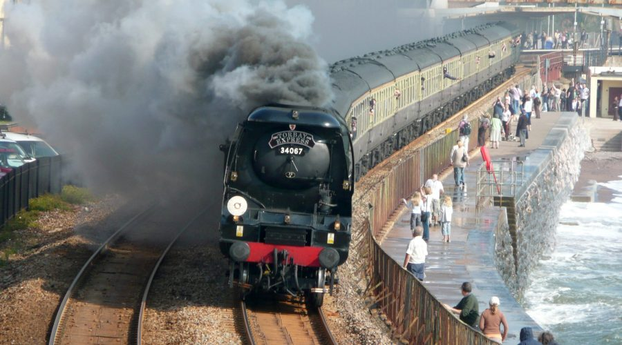 The Torbay Express Storms Through Dawlish